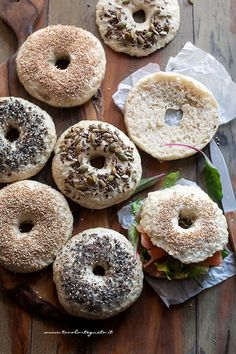 Bagel (Bagels) - Ricetta Bagel A Food, Good Food, Food And Drink, Brunch Recipes, Breakfast Recipes, Best Italian Recipes, Biscuit Recipe, Sweet Cakes, Antipasto