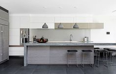 """For their new beachside home, the owners of this Sydney kitchen wanted a clean-lined space with a cool colour palette and warm atmosphere. Interior designers Meryl Hare and Sarah Marriott from [Hare + Klein](http://hareklein.com.au/?utm_campaign=supplier/