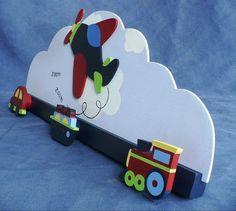 perchero de carrito Bookshelf Design, Pintura Country, Custom Wall, Kids Furniture, Wood Crafts, Wood Signs, Toy Chest, Nursery Decor, Kids Toys