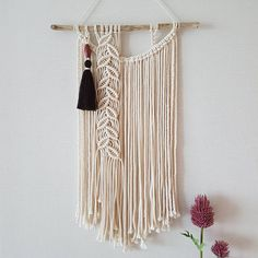 """130 Likes, 8 Comments - 노티드레이스 마크라메&크로쉐 (@knotted_lace) on Instagram: """"고상하고 차분한 느낌의 마크라메 벽장식입니다. 나뭇잎 패턴과 태슬장식으로 가을느낌을 내려고 해보았어요. 보다 더 고상한 느낌의 마크라메 벽장식을 원하시는 분들께 추천드려요.^^…"""""""
