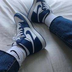 Aesthetic vintage art hoe trendy casual cool edgy grunge outfit fashion style idea ideas inspo inspiration for school for women winter nike shoes Sneakers Fashion, Fashion Shoes, Shoes Sneakers, Fashion Fashion, Retro Fashion, Sneaker Store, Accesorios Casual, Aesthetic Shoes, Hype Shoes