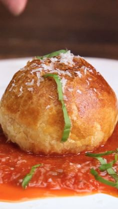 Appetizer Recipes Discover Meatball Wellington Wrapped in cheese and puff pastry these meatballs are crispy bite-sized deliciousness. Meat Recipes, Appetizer Recipes, Cooking Recipes, Healthy Recipes, Recipes Dinner, Pasta Recipes, Cheese Recipes, Puff Pastry Dinner Recipes, Puff Pastry Appetizers