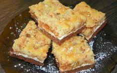Vláčný koláč ze dvou druhů těst, proložený vrstvou tvarohu a strouhaných jablek. POTŘEBNÉ PŘÍSADY: Tmavé spodní těsto: 400g hladké mouky 150g tuku (máslo, Hera) 100g moučkového cukru 2 pol.