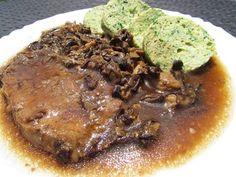 Zvířátkový den - kotleta na houbách s cuketovým knedlíkem (cuketa, chia semínka, kokosová mouka, vajíčka a sůl)