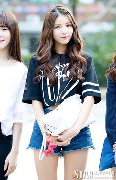 Bất ngờ trước ngoại hình của thành viên lớn tuổi nhất trong các nhóm nhạc nữ Kpop - Ảnh 9.