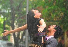 Jab we met Shahid Kapoor, Kareena Kapoor, Movie Dialogues, Rain Photography, Love Rain, Love Never Fails, Romantic Moments, Film Books, Love Couple