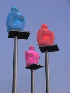 Tres homininidos sabios .Jaume Plensa.