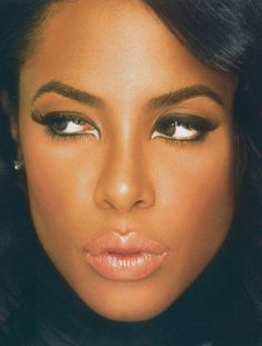 Aaliyah's makeup is FLAWLESS