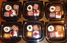 Sweets sushi for party favours. Candy Sushi, Sushi Party, Dessert Sushi, Market Day Ideas, School Treats, Japanese Candy, Birthday Treats, Candy Table, Gourmet