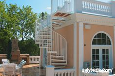 We create maintenance free spiral deck staircases that are visually exciting and long-lasting.