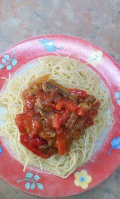 Μακαρόνια με μανιτάρια και πιπεριές. Εύκολη συνταγή για μακαρονάδες! Spaghetti, Ethnic Recipes, Food, Essen, Yemek, Spaghetti Noodles, Meals