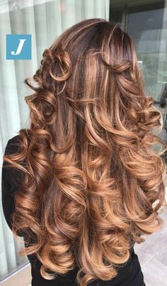 Big Curls For Long Hair, Long Red Hair, Long Curls, Long Curly Hair, Big Hair, Curly Hair Styles, Mom Hairstyles, Pretty Hairstyles, Beautiful Long Hair