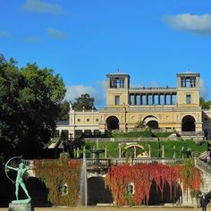 Ein bisschen Italien in Potsdam - das Orangerieschloss im Park #Sanssouci. Der Bogenschütze im Vordergrund zielt nach Westen. #deinpotsdam Stefanie Weißflog