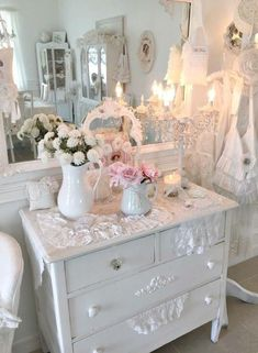 Romantic Living Room, Shabby Chic Living Room, Shabby Chic Interiors, Shabby Chic Bedrooms, Shabby Chic Homes, Estilo Shabby Chic, Shabby Chic Style, Shabby Chic Decor, Cottage Furniture