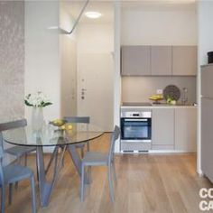 Un bilocale di 37 mq con colori soft - Cose di Casa Casa Milano, Tiny House Loft, Compact Kitchen, Minimalist Home, Small Spaces, Minimalism, Sweet Home, Design Inspiration, House Design