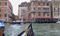 Passeio de gondola em Veneza.