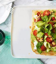 Mehevä salaattipiirakka on nappitarjottava avokadon ja parsan ystävälle ja…