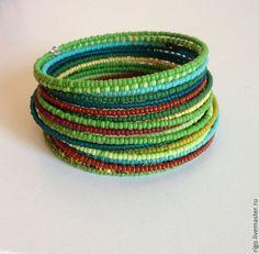 Купить Многорядный браслет зеленый - зелёный, браслет из бисера, бисер чешский, проволока с памятью Sea Jewelry, Memory Wire Bracelets, Jewelery, Bangles, Inspiration, Beaded Bracelets, Hand Art, Winter Wear, Steel