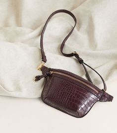 I want to start with a huge thank to the creator of this amazing trend. Belt bag trend came in Fall Handbags, Purses And Handbags, Leather Purses, Leather Handbags, Waist Purse, Medium Bags, Shopping, Fall Bags, Fall 2018