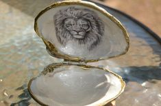 Ring Shell Box Beautiful Black Glitter Jewelry Box Shell With Image Of Lion Inside  Make A Great Gift. Also Have DIY Shell Three For 12.00