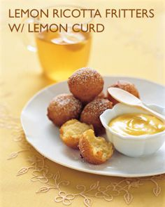 Lemon-Ricotta Fritters with Lemon Curd. I love lemon and fritters! Lemon Desserts, Lemon Recipes, Just Desserts, Delicious Desserts, Dessert Recipes, Yummy Food, Easy Recipes, Brownie Desserts, Funnel Cakes