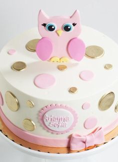 buttons in metallic gold and pale pink colors decorating a white cake topped with a pink owl figurine owl baby shower cake the name arianna sofia written in pink Baby Shower Owl Cake, Girl Shower Cake, Baby Shower Cakes For Boys, Baby Shower Desserts, Pink Birthday Cakes, Owl Cakes, Baby Girl Cakes, Cake Name, Pink Owl
