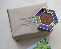 oliva.co.ua Фирменный крафт-пакет с нашим логотипом, коробочка и визитка. Все упаковано очень аккуратно!