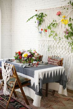 Dining Rooms: Boho Dining Room With A Macrame Wall Hanging - 18 Eclectic Dining Rooms with Boho Style. Boho Chic Living Room, Boho Room, Living Room Decor Inspiration, Deco Boheme, Small Dining, Deco Design, Dining Room Design, Dining Rooms, Dining Area