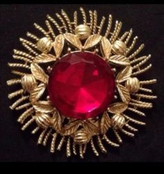 Vintage-Awesome-Coro-Gold-Tone-Brooch-With-Red-Glass-Center-Stone