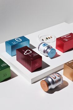 Product packaging inspires people to buy products. Want to make your packaging the best on the shelf? Here are the top 10 packaging design trends for Medical Packaging, Cosmetic Packaging, Brand Packaging, Design Packaging, Product Packaging, Design Trends 2018, Cosmetic Design, Medical Design, Poster S