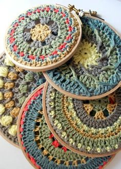 Mandalas crocheted and put on embroidery hoop. OK, so they are crochet! Crochet Diy, Mandala Au Crochet, Art Au Crochet, Crochet Motifs, Crochet Home, Love Crochet, Crochet Granny, Learn To Crochet, Crochet Crafts