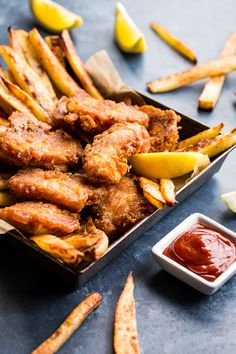 This Paleo Fish and Chips comes with a flavor packed tartar sauce and is crispy perfection! It's also gluten free, dairy free, and easy to make. Primal Recipes, Low Carb Recipes, Real Food Recipes, Gf Recipes, Steak Recipes, Dinner Recipes, Best Broccoli Salad Recipe, Healthy Salad Recipes, Paleo Meals