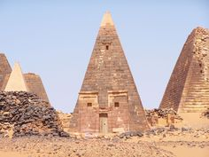 Pyramids of Meroe in Sudan. In the middle pyramid N19, N11 right, front left pyramid N30, N32 behind, and then at the end N18 N9  Photo taken by zagordemores