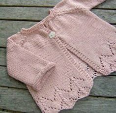 sugar baby love - ittybitty Sugar Baby Love baby cardigan -- free pattern (in French) Cardigan Bebe, Crochet Baby Cardigan, Baby Cardigan Knitting Pattern, Knit Baby Dress, Knit Baby Sweaters, Baby Knitting Patterns, Baby Patterns, Knitted Baby, Cardigan Rosa