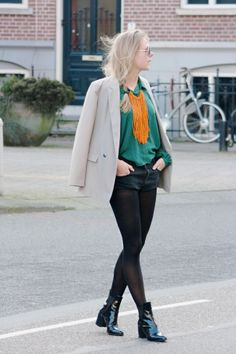 There is a new look up on the blog: pop of color! www.vanilla-andvelvet.blogspot.nl  #blackboots #fringe #denim #shorts