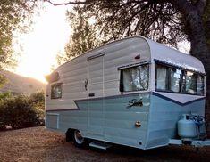 caravan makeover 502644008413737912 - Kate Dunbar – Girl Camper Source by kellijadehastie Retro Caravan, Vintage Campers Trailers, Retro Campers, Vintage Caravans, Camper Trailers, Retro Rv, Caravan Ideas, Camper Caravan, Camper Life