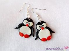 fimo penquine earrings Clay Keychain, Polymer Clay Necklace, Polymer Clay Charms, Polymer Clay Art, Polymer Clay Animals, Fimo Clay, Diy Earrings Easy, Polymer Clay Christmas, Biscuit
