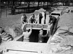 Afrikaanderplein schuilkelders bouwen 1939 Rotterdam, World War, Wwii, Netherlands, Holland, Mount Rushmore, Dutch, Van, Mountains