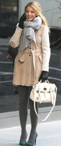 She's wearing: * Fay elbow patch trench coat  Accessories: * Mulberry satchel spring 2012