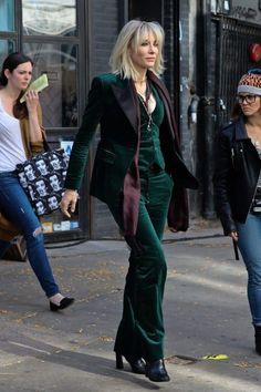 Emerald velvet tuxedo jacket, pants and vest. Ocean's 8 shooting stills. Cate Blanchett, Velvet Suit, Velvet Pants, Green Velvet Jacket, Green Jacket, Sandra Bullock Movies, Ocean's Eight, Green Suit, Tuxedo Jacket