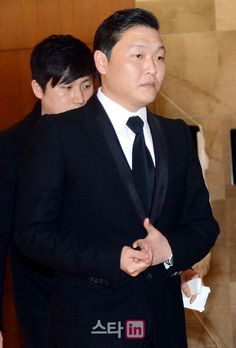 Psy covers the entire cost of Lim Yoon Taek's funeral expenses Access Fashion, Funeral Expenses, Korean Celebrities, Yg Entertainment, Rapper, Kpop, Entertaining, Cover, Internet