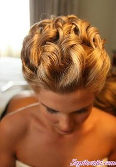 This is how I want my hair on my wedding day!