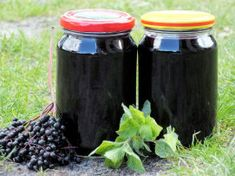 Rozgrzewający syrop z czarnego bzu - Przepisy kulinarne - Przetwory Home Remedies, Natural Remedies, Homemade Pickles, Polish Recipes, Canning Recipes, Natural Medicine, Superfoods, Beets, My Favorite Food