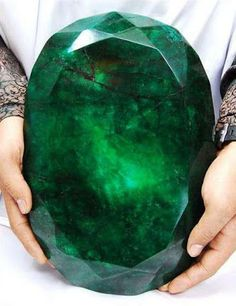 The World's Largest Emerald. Worth 400 Million Dollars - The  Emerald was unearthed in 2001 in Brazil. It weighs 840 pounds and contains roughly 180,000 carats of emerald crystals, making it one of the largest emerald specimens ever found. - http://artisticland.blogspot.com/2013/05/the-worlds-largest-emerald-worth-400.html