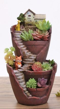 Inspiring Gnome Garden And Fairy Garden Design Ideas To Copy Right Now - Bepflanzung Broken Pot Garden, Fairy Garden Pots, Indoor Fairy Gardens, Fairy Garden Houses, Gnome Garden, Miniature Fairy Gardens, Garden Pond, Fairy Gardening, Fairies Garden