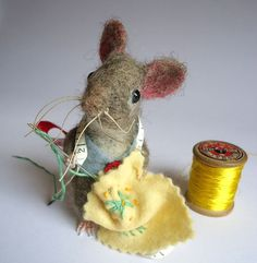 Etsy の Needle Felted Tailor Mouse by MissBumbles