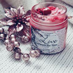 """Die erste Kerze aus meiner Bestellung von cozy & charming candles 😍 """"Love between the lines"""" 😍 Sie sieht sooo toll aus 😍 nicht nur außen, sondern auch innen 😍 riechen tut sie auch so gut, dass meine Nase die ganze Zeit dabei hängt 🙈😅 Was habt ihr denn so für Lieblingsdüfte? #cozyandcharmingcandles Magnolia, Candles, Purchase Order, Amazing, Magnolias, Candy, Candle Sticks, Candle"""