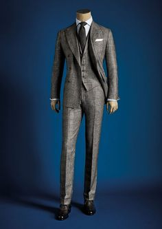 Visit the Kiton boutiques to discover more.