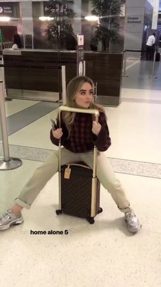 Sabrina Carpenter Style, Harry Styles, Girl Meets World, Famous Girls, Celebs, Celebrities, My Princess, Aesthetic Clothes, Role Models