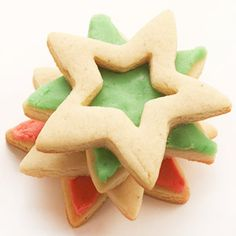 Sandwich Stars To create the ultimate cookie sandwich, stack four cutouts at different angles. Festive brown-butter filling (tinted red or green) keeps the stars in place. Cut Out Cookie Recipe, Cut Out Cookies, Christmas Cookie Exchange, Christmas Treats, Christmas Foods, Christmas Desserts, Christmas Fun, Star Cookies, Iced Cookies